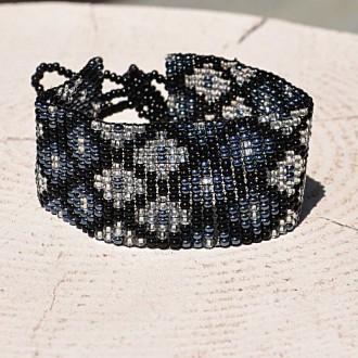 Medium-ethnic-handmade-seed-bead-bracelet