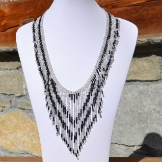 collier tacana noir et transparent