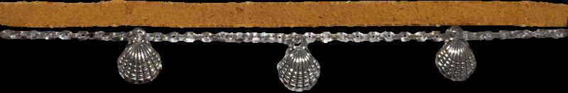 breloques-coquillages-et-chaine-argentees-et-suedine-moutarde