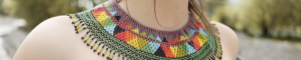 Hiilos : Collier plastron en perles. Modèle IPALA.